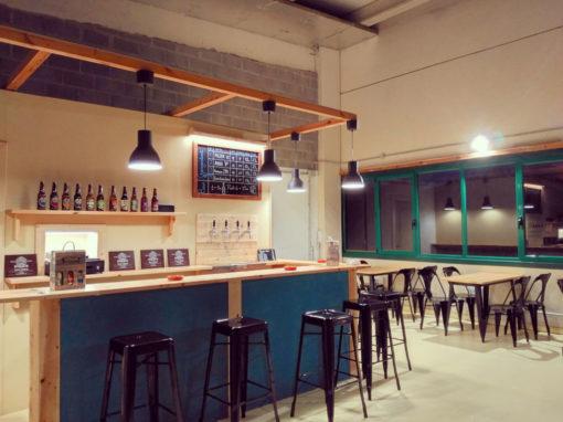 Desgutación de cerveza artesana en tap room.Tap room disponible en el pais vasco para uso exclusivo de organizaciones,empresas o cuadrillas.